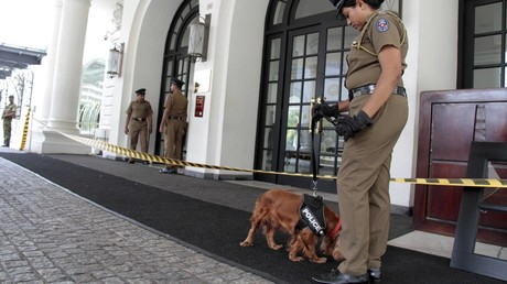 Polizeistreife vor dem Kingsbury Hotel in Colombo, Sri Lanka, 21. April 2019.
