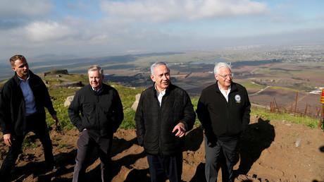 Der israelische Ministerpräsident Benjamin Netanyahu, US-Senator Lindsey Graham und US-Botschafter in Israel David Friedman bei einem Besuch der Golanhöhen, 11 März 2019