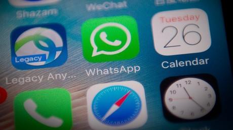 WhatsApp wurde 2009 gegründet. Der Instant-Messaging-Dienst ist seit 2014 Teil der Facebook Inc. Nutzer können über WhatsApp Textnachrichten, Bild-, Video- und Ton-Dateien sowie Standortinformationen, Dokumente und Kontaktdaten zwischen zwei Personen oder in Gruppen austauschen.