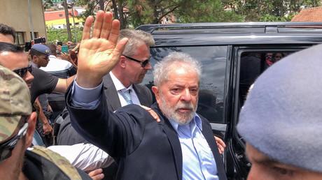 Brasiliens Ex-Präsident Luíz Inácio Lula da Silva durfte am 2. März 2019 für die Beerdigung seines Enkels kurzzeitig das Gefängnis verlassen. Der Siebenjährige war nach Medienberichten an den Folgen einer Hirnhautentzündung gestorben.