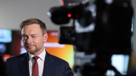 FDP-Chef Christian Lindner sieht auf dem linken Auge nicht so gut...und will Enteignungen von Immobilienkonzernen um jeden Preis verhindern....