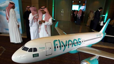 Symbolbild: Ein Flugzeugmodell der saudischen Fluggesellschaft Flynas, die 2017 in Riad einen Deal mit Airbus abschloss.