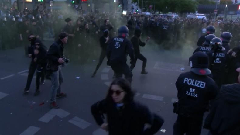 """Zusammenstöße in Berlin bei Erster-Mai-Demo: """"Fast 40 verletzte Beamte und über 150 Festnahmen"""""""