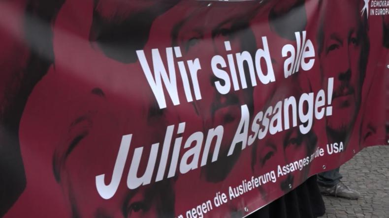 Assange-Anhänger verurteilen auf Berliner Kundgebung jüngstes Gerichtsurteil