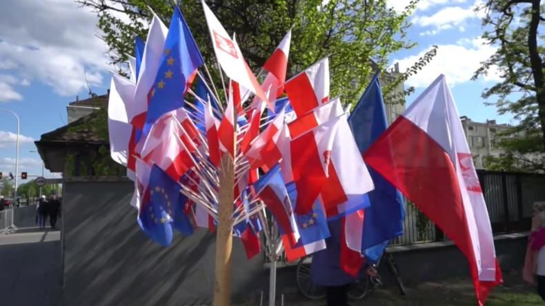 Polen: Tausende von Soldaten marschieren am Tag der Verfassung durch Warschau