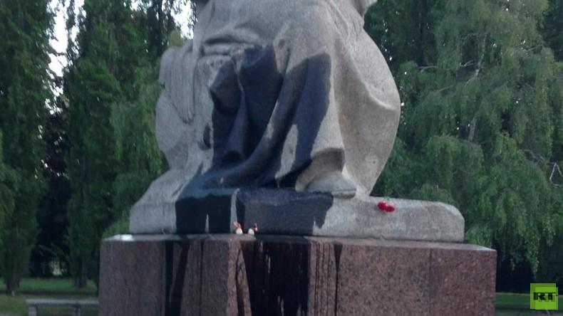 """Skulptur """"Mutter Heimat"""" am Sowjetischen Ehrenmal geschändet"""