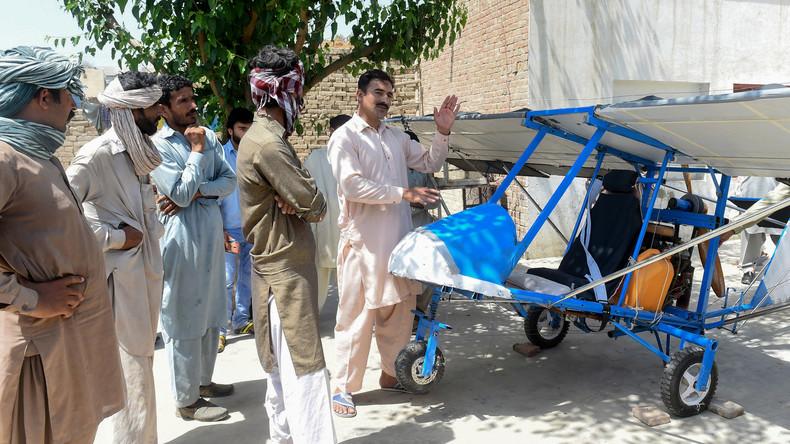 Popcorn-Verkäufer aus Pakistan bastelt Flugzeug aus Fahrradtaxi und Rasenmäher