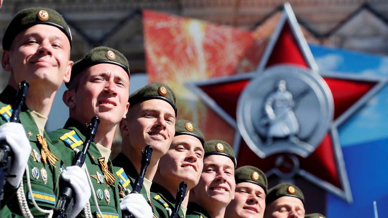 Ankündigung: RT zeigt Militärparade am Tag des Sieges in Moskau live auf Deutsch (Video)