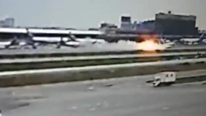 Moskau: So heftig prallte Aeroflot-Flieger bei Bruchlandung auf Landebahn