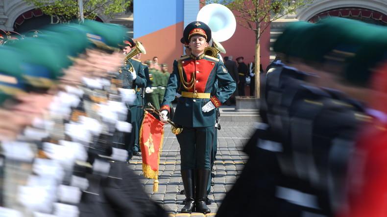 LIVE: Militärparade in Moskau am 74. Jahrestag des Sieges im Großen Vaterländischen Krieg
