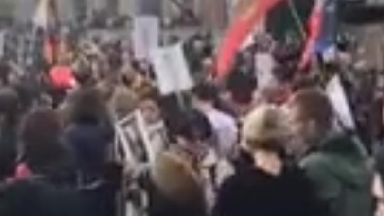 LIVE: Unsterbliches Regiment in Berlin zum 74. Tag des Sieges über Nazideutschland