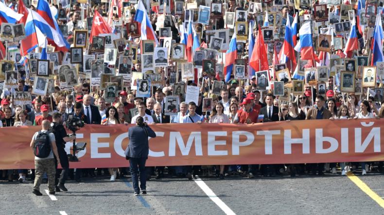 Unsterbliches Regiment – Menschen marschieren weltweit gegen das Vergessen und für den Frieden
