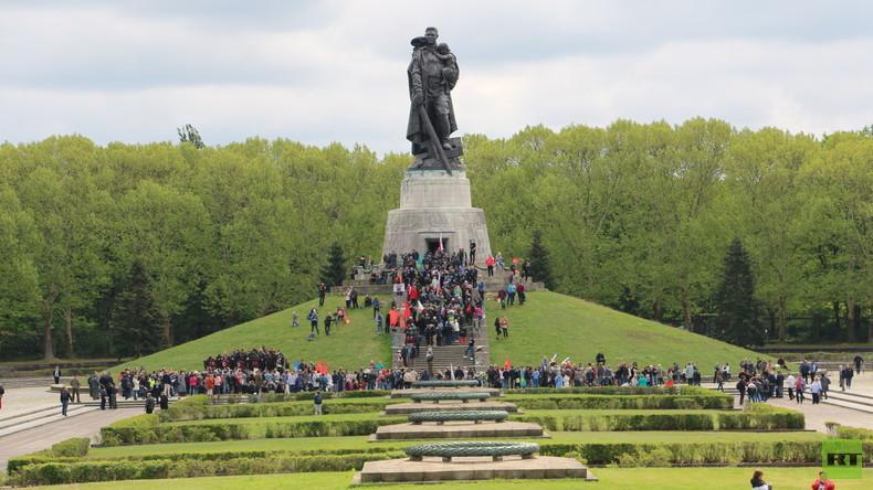 """""""Russland will Frieden und Verständigung"""" – Besucher gedenken der Befreier im Treptower Park (Video)"""