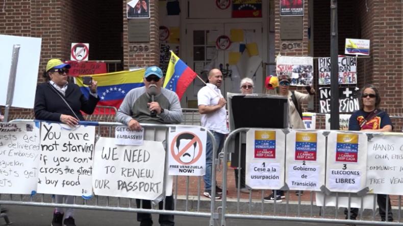 """USA: Guaidó-Anhänger """"belagern"""" Aktivisten, die die venezolanische Botschaft besetzen"""