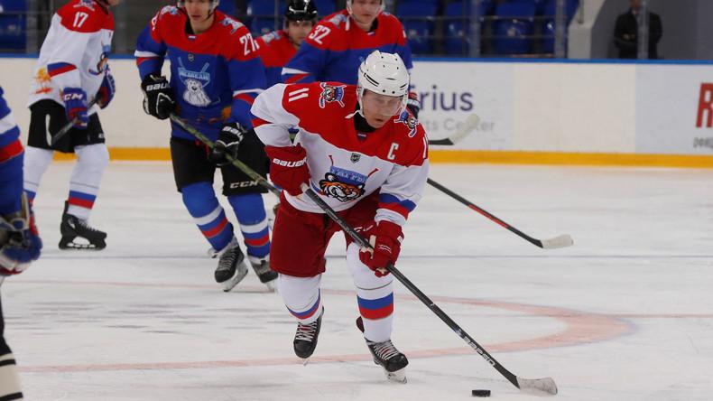 LIVE aus Sotschi: Wladimir Putin nimmt an einem Galaspiel der Night Hockey League teil