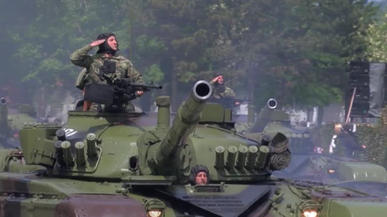 Serbien: Militärparade zur Feier des Tags des Sieges