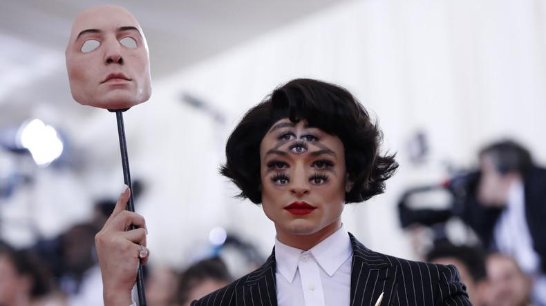 Schwindelerregendes Make-up: US-Schauspieler überrascht Publikum mit sieben Augen im Gesicht