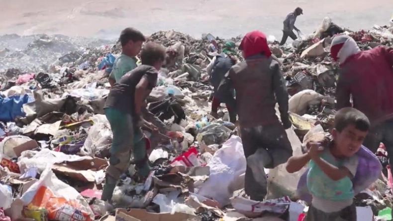 Irak: Zerbombtes Mossul – Kinder wühlen im Müll, um zu überleben