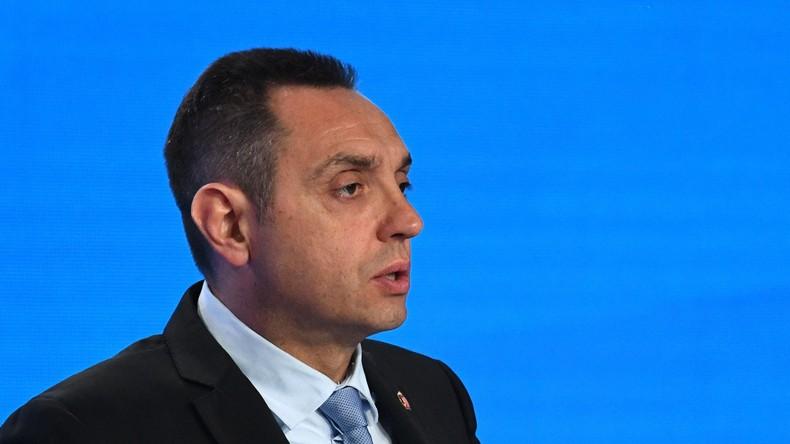 """Verteidigungsminister Serbiens warnt vor """"gefährlichem Großalbanien"""""""