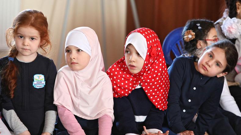 """""""Gegen Unterwerfung der Mädchen"""" - Kopftuchverbot für muslimische Grundschülerinnen in Österreich"""
