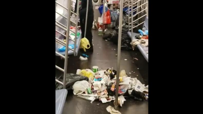 Metro in der New Yorker Bronx gleicht einer Müllhalde