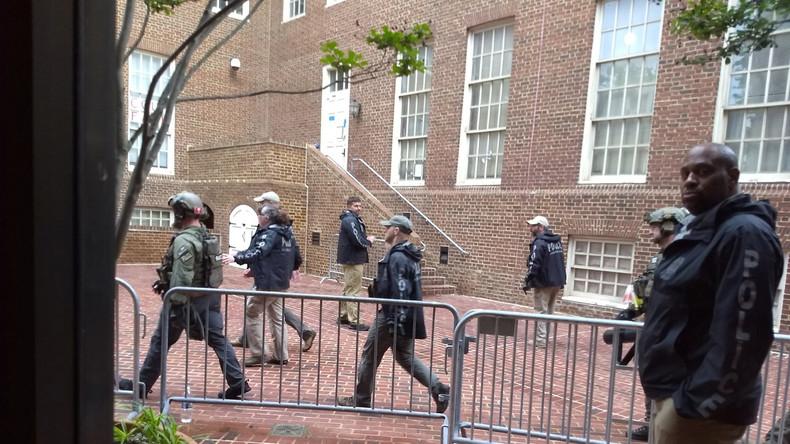 Polizei besetzt völkerrechtswidrig venezolanische Botschaft in Washington und nimmt Aktivisten fest