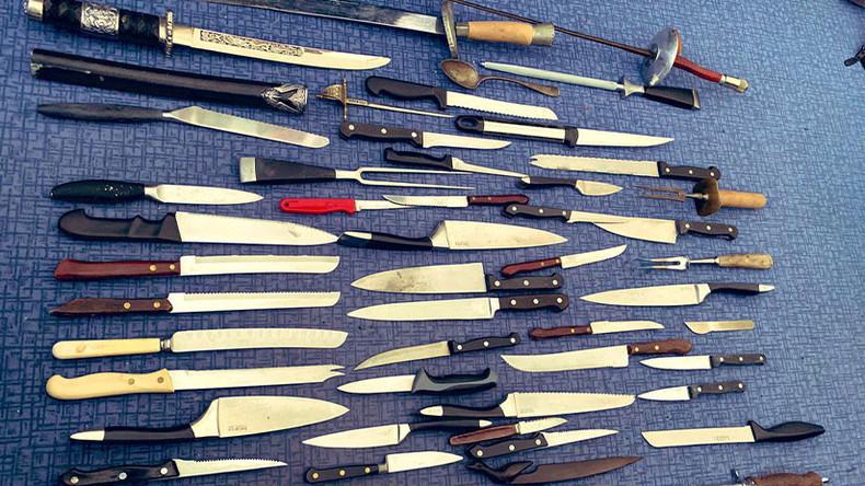 Nichts für falsche Hände: Britische Polizei zeigt Löffel unter Waffen