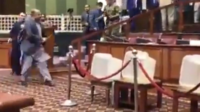 Afghanischer Politiker zieht bei Sitzung im Parlament Messer und geht auf Gegner los