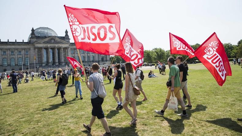 Mit Baseballschläger gegen Nationalismus: Wahlaufruf-Motiv der Jusos in Berlin sorgt für Kritik