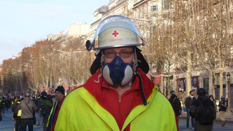 """""""Zugehörigkeit zum Schwarzen Block"""" – Deutsche Demo-Sanitäter auf dem Weg nach Paris festgenommen"""