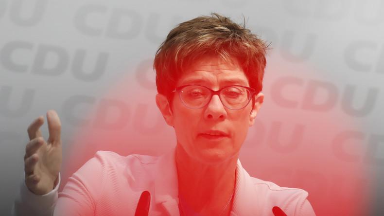 """Kramp-Karrenbauer beklagt """"Meinungsmache im Netz"""""""