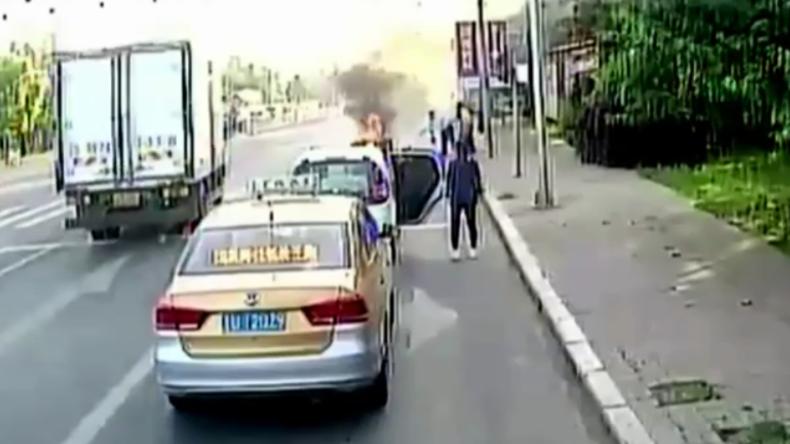 Wenn Sekunden zu Stunden werden: Mann geht bei Unfall in Flammen auf - Busfahrer wird zum Helden