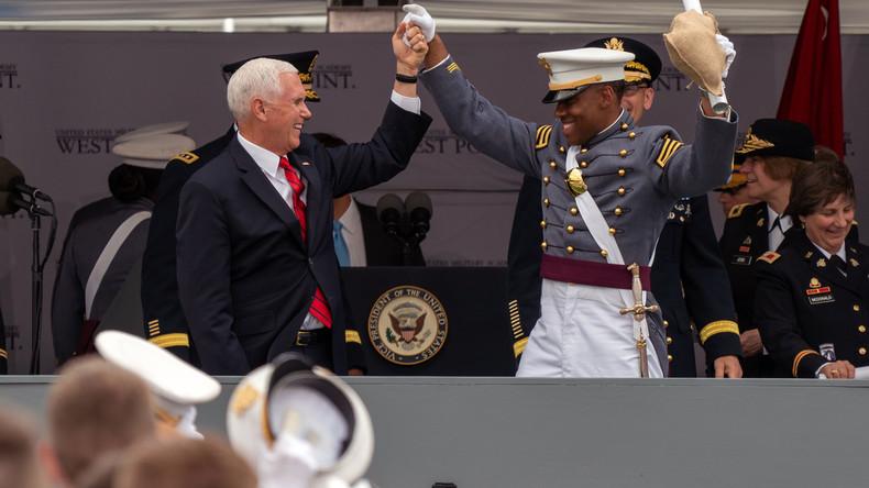 US-Vizepräsident Pence schwört zukünftige Soldaten auf Krieg mit Russland ein (Video)