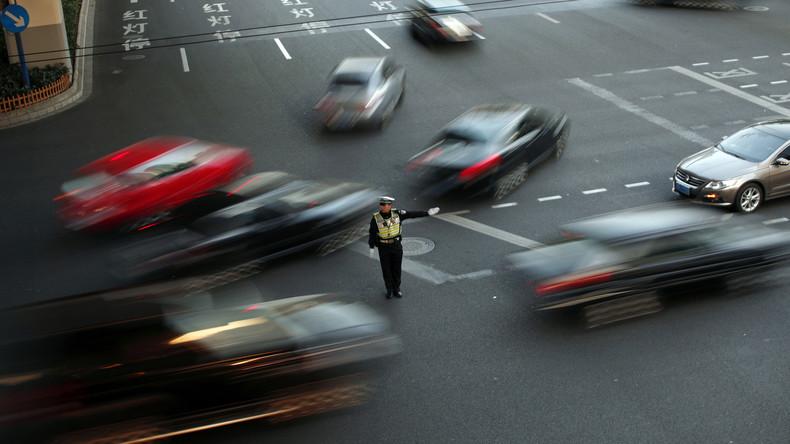 Teleportation auf Straße in China? Optische Täuschung lässt fahrende Autos verschwinden