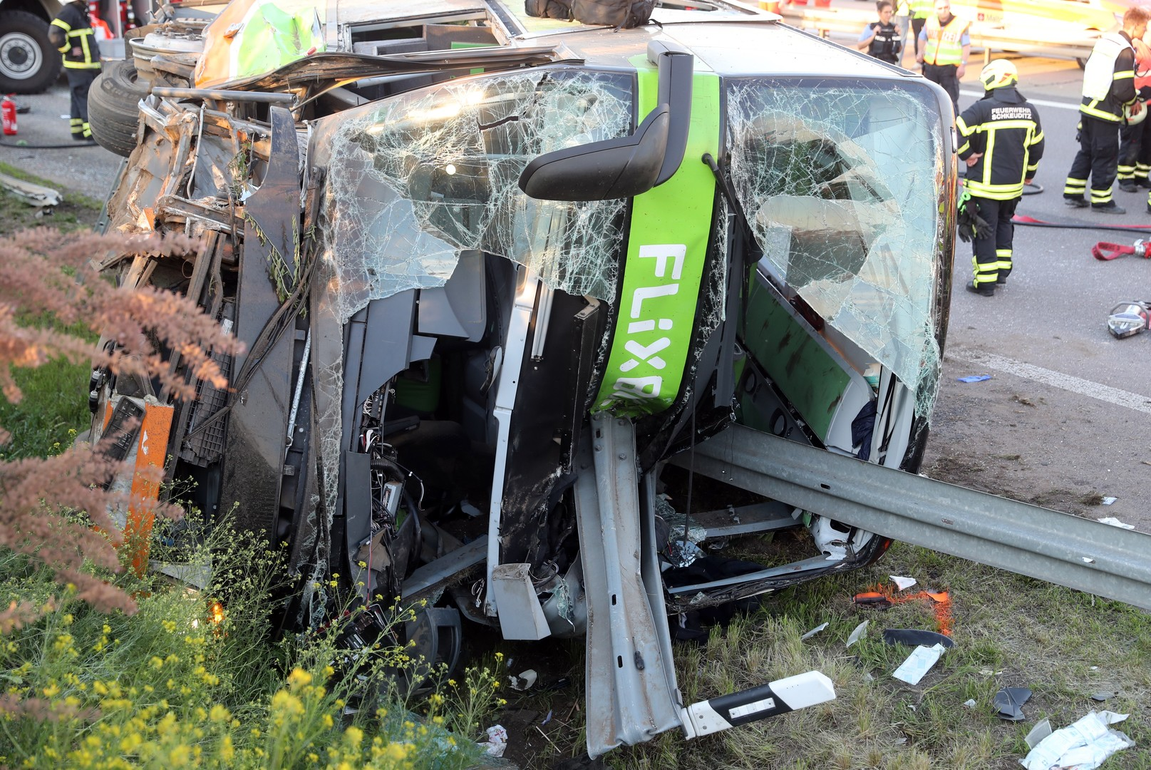 Schweres Busunglück auf A9 bei Leipzig – Unglücksursache weiterhin unklar