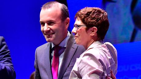 Annegret Kramp-Karrenbauer und Manfred Weber beim Wahlkampf in der vergangenen Woche in Münster