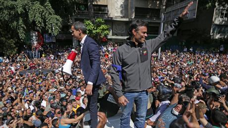 Der selbst ernannte Präsident Juan Guaidó (l.) und der Oppositionspolitiker Leopoldo López während des Putschversuchs am 30. April 2019 in der venezolanischen Hauptstadt Caracas