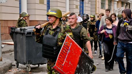 Nationalistische Schlägertrupps auf den Straßen von Odessa am 2. Mai 2014