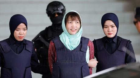 Die Vietnamesin Đoàn Thị Hương, hier am 1. April 2019 beim Verlassen des Gerichtsgebäudes in Shah Alam, Malaysia, durfte am 3. Mai in ihre Heimat zurückkehren.
