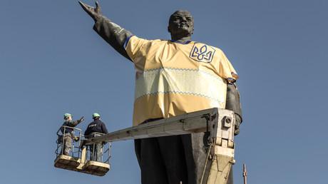 Demontage des größten Lenin-Denkmal der Ukraine in Saporoschje am 16. März 2016. Allerdings wurde sein