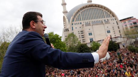Ekrem İmamoğlu spricht am 12. April 2019 in Istanbul zu seinen Anhängern.