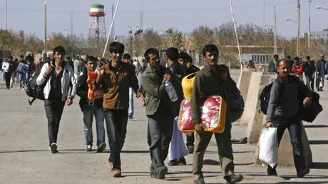Symbolbild: Afghanische Wanderarbeiter überqueren die Grenze zurück nach Afghanistan, Islam Qala Grenzübergang, Iran, 5. November 2012.