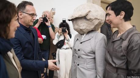 Maas bei der Eröffung des deutschen Pavillons bei der Biennale in Venedig am Freitag. In dem Post heißt es: