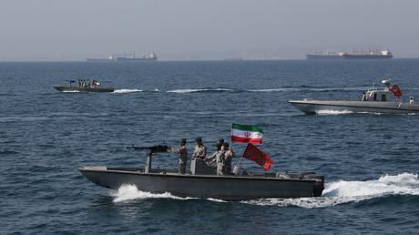 Iranische Schnellboote der Revolutionsgarden bei einer Übung in der Straße von Hormuz am 30. April. In der derzeitig politisch hochaufgeladenen Atmosphäre braucht es nicht viel, um das Pulverfass eines Krieges zu entzünden.
