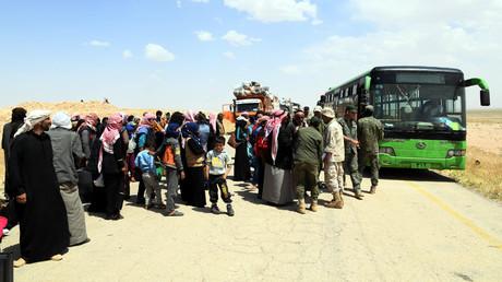 Reportage: Syrer fliehen aus Flüchtlingslager im US-besetzten Rukban (Video)