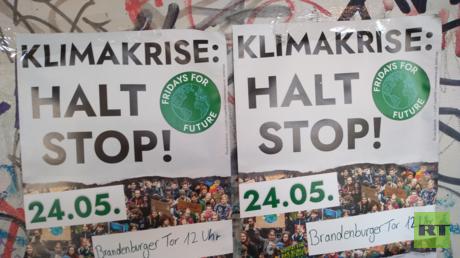 Demonstrationsaufruf am S-Bahnhof Adlershof am Freitagmorgen