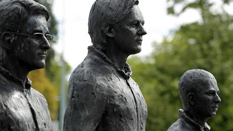 Snowden, Assange und Manning in Bronze - als Teil einer Installation vor dem UN-Gebäude in Genf im September 2015