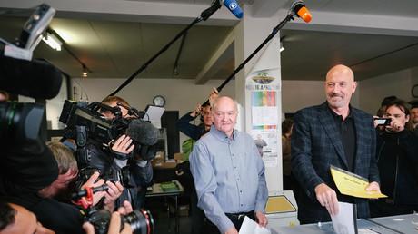 Der Spitzenkandidat der CDU in Bremen, Carsten Meyer-Heder, bei der Stimmabgabe
