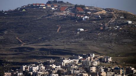 Strategisch günstig liegt die nach internationalem Völkerrecht auf einem Hügel illegal errichtete Siedlung Yitzhar, von wo aus die Bewohner in den vergangenen Jahren immer wieder palästinensische Dörfer unterhalb der Siedlung angreifen.