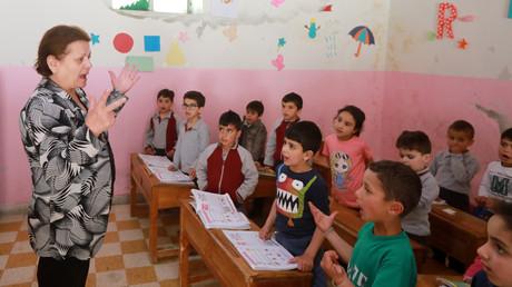 In Maalula in der Bergregion von Damaskus wurde vor dem Krieg viel Aramäisch gesprochen. Durch die Besetzung von islamistischen Extremisten und Umsiedlung ist dieses Wissen nahezu verschwunden. Antoinette Makh (Bild vom 13. Mai) möchte die Sprache erhalten.